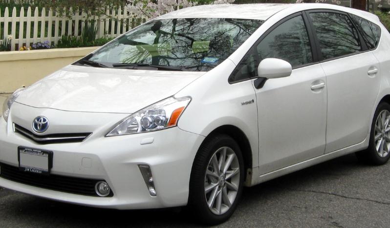 Toyota Prius Alpha full